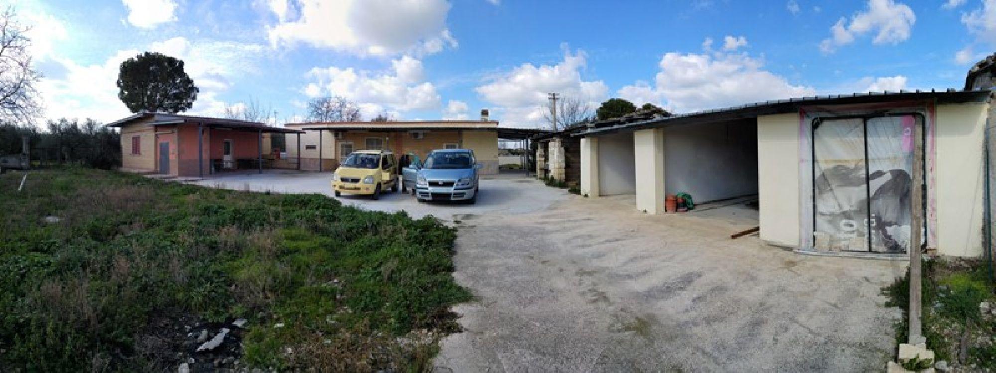 Villa trifamiliare in vendita a foggia foggia for Garage autonomo