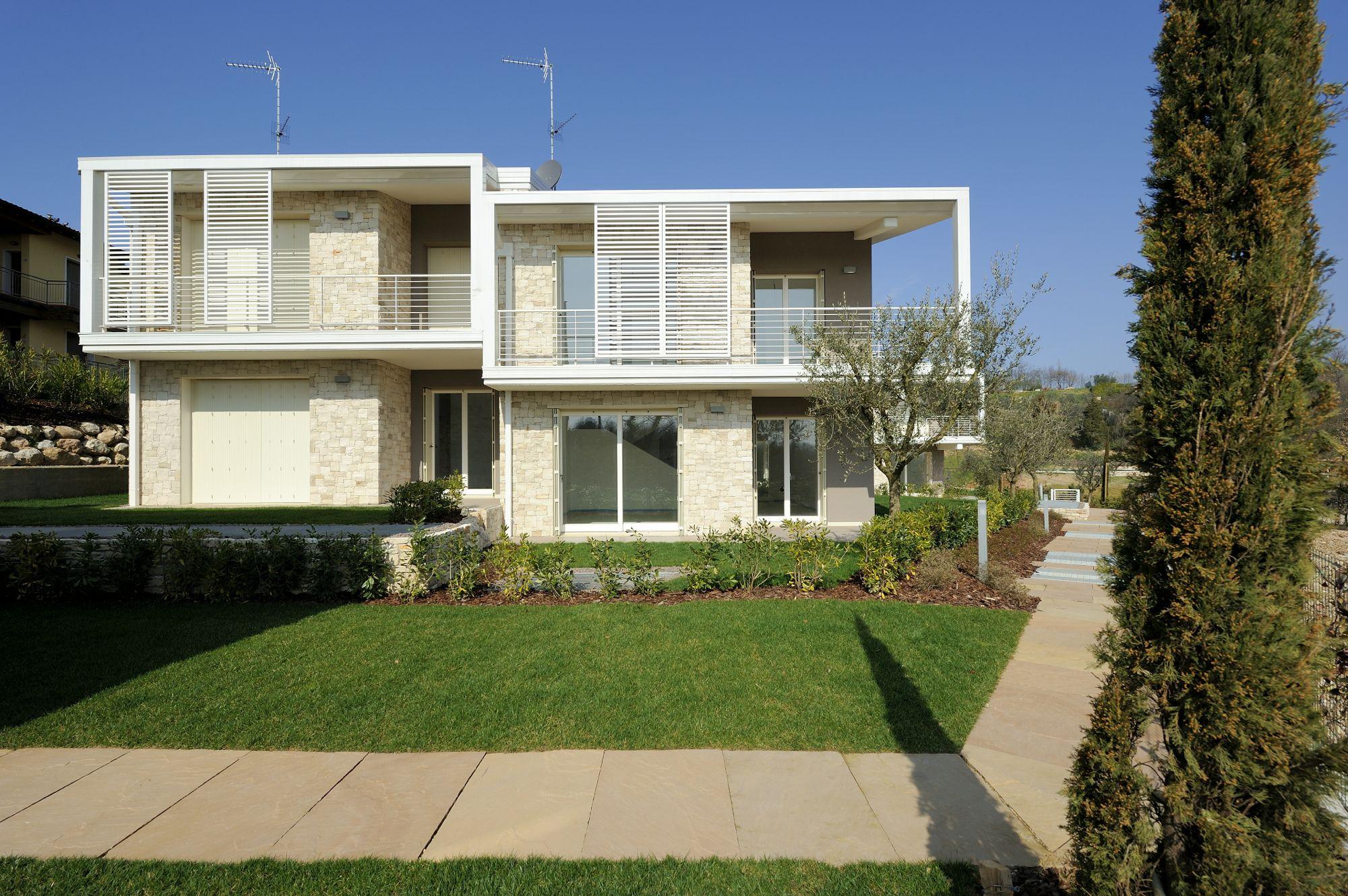 Villa in vendita a costermano verona riscaldamento for Garage autonomo