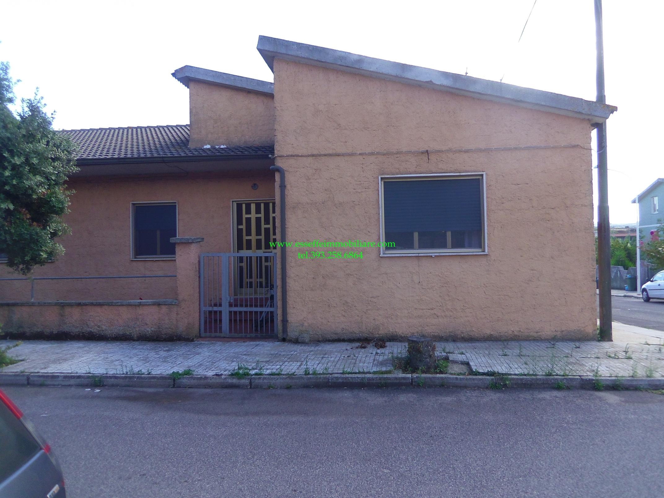 Villa in vendita a sindia nuoro riscaldamento autonomo for Garage autonomo