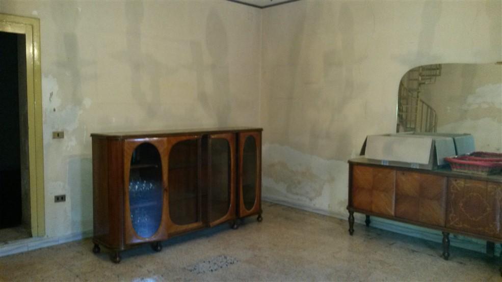 Casa indipendente in vendita a trentola ducenta caserta for Semplice piano casa con tre camere da letto